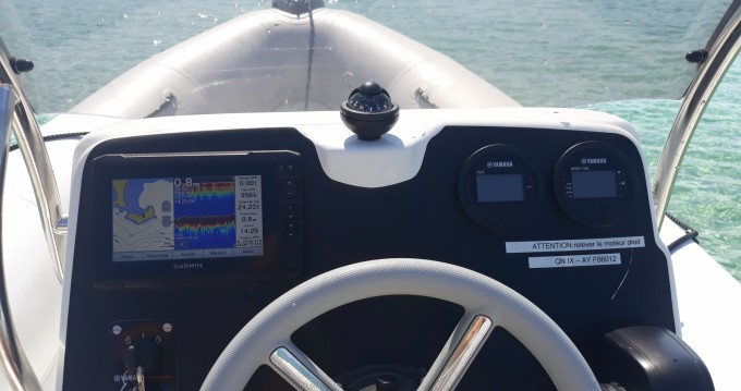 Bombard Sunrider 650 Gris between personal and professional Port de Hyères (St Pierre)