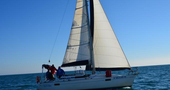 Rent a Bénéteau Oceanis 320 Port Ginesta