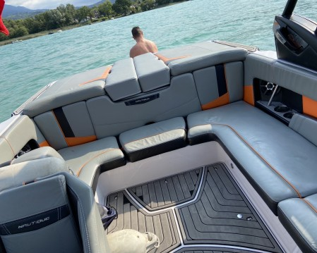 Rent a Nautique Correct Craft 210 Annecy