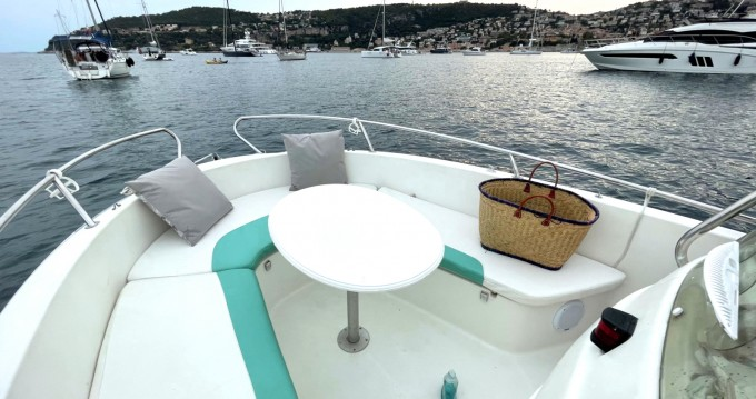 Rental Motorboat in Antibes - Jeanneau Cap Camarat 625
