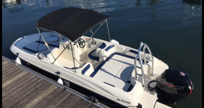 Boat rental Bayliner Bayliner 180 Element XL in Aix-les-Bains on Samboat
