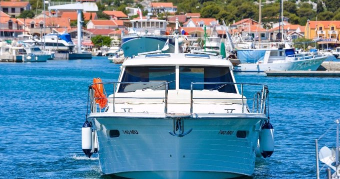 Hire Motorboat with or without skipper Sas Vektor Jezera