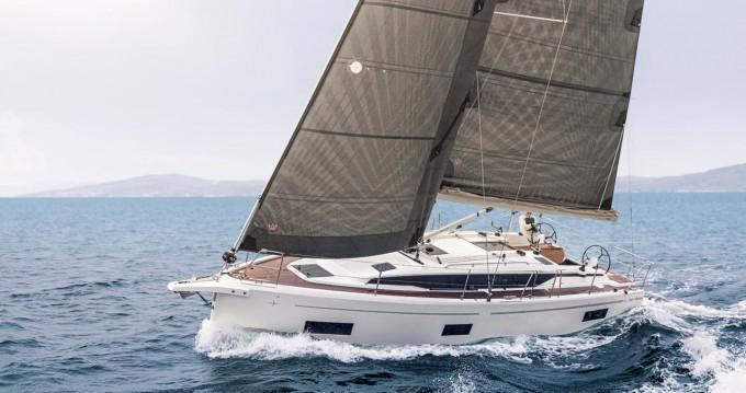 Rental yacht Biograd na Moru - Bavaria Bavaria C38 on SamBoat