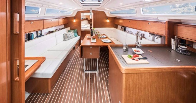Rental yacht Jezera - Bavaria Cruiser 34 on SamBoat