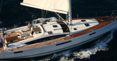 Hire Sailboat with or without skipper Jeanneau Portocolom