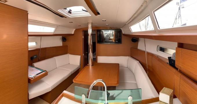 Rental yacht Portocolom - Jeanneau Sun Odyssey 389 on SamBoat