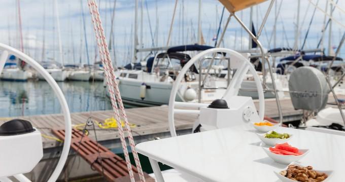 Rental Sailboat in Kaštela - Elan Elan E3
