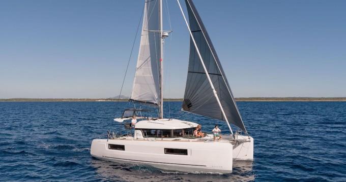 Boat rental Marsh Harbour cheap Lagoon 40