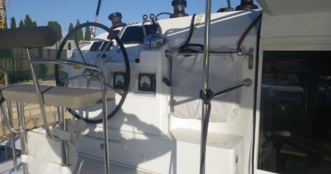 Boat rental Athens cheap Lagoon 400 S2
