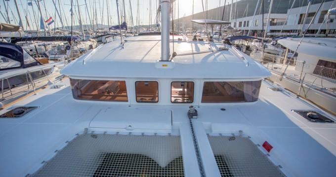 Rental Catamaran in Komolac - Lagoon Lagoon 400 S2