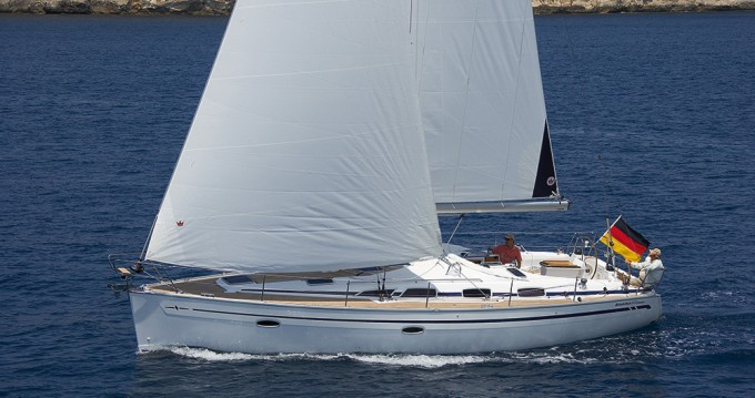 Rental Sailboat in Alimos - Bavaria Bavaria 40 Cruiser