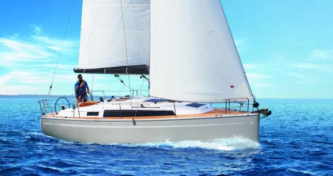 Boat rental Bavaria Cruiser 34 in Alimos on Samboat