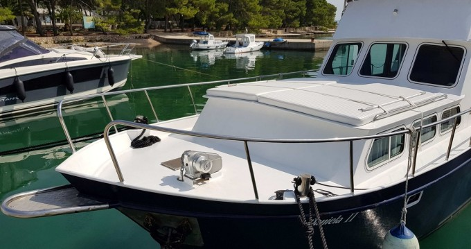 Hire Motorboat with or without skipper De-Groot Kukljica