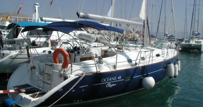 Boat rental Bénéteau Oceanis Clipper 411 - 3 cab. in Trogir on Samboat