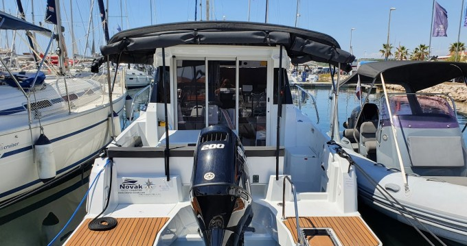 Hire Motorboat with or without skipper Jeanneau Biograd na Moru