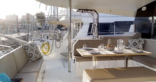 Boat rental Lávrio cheap Saona 47