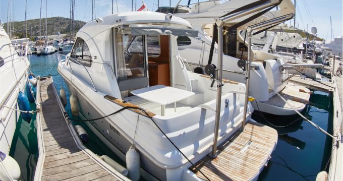 Boat rental Bénéteau Antares 8 OB in Primošten on Samboat