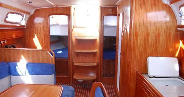 Rental Sailboat in Alimos - Bavaria Bavaria 39 Cruiser