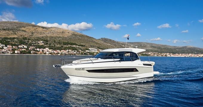Rental yacht Trogir - Jeanneau Jeanneau NC 33 on SamBoat