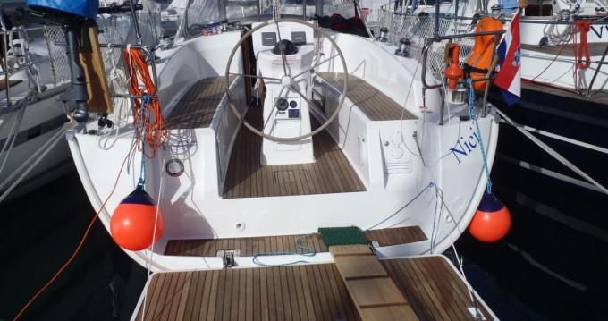 Rental yacht Vrsar - Bavaria Cruiser 32 on SamBoat