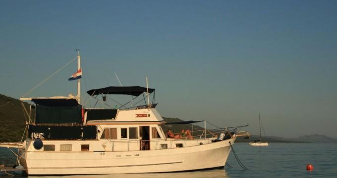 Custom Made Trawler HAMPTON 42 between personal and professional Zadar