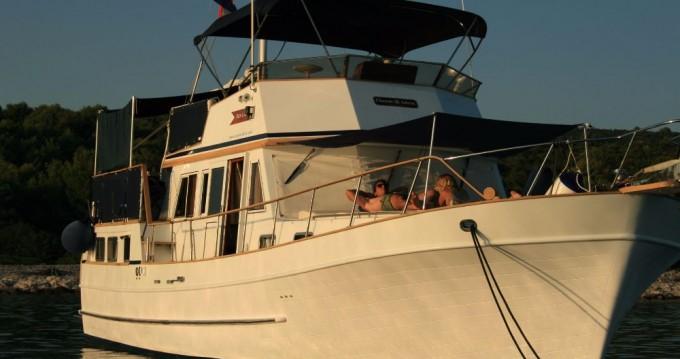 Rental Motorboat in Zadar - Custom Made Trawler HAMPTON 42
