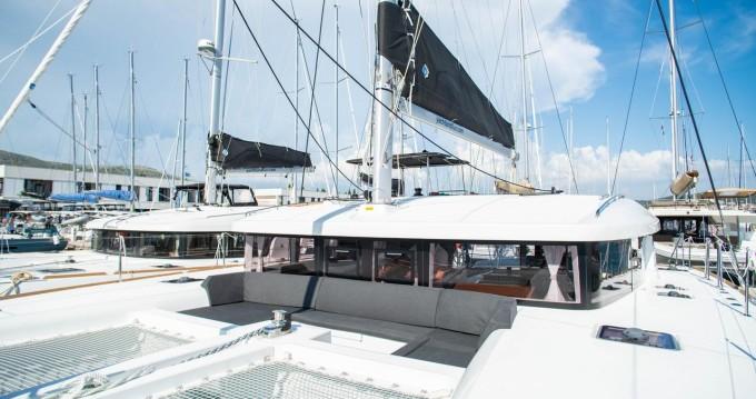 Rental Catamaran in Seget Donji - Lagoon Lagoon 450 Sport Top
