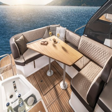Rental Motorboat in Biograd na Moru - Bavaria Bavaria 33 Sport HT