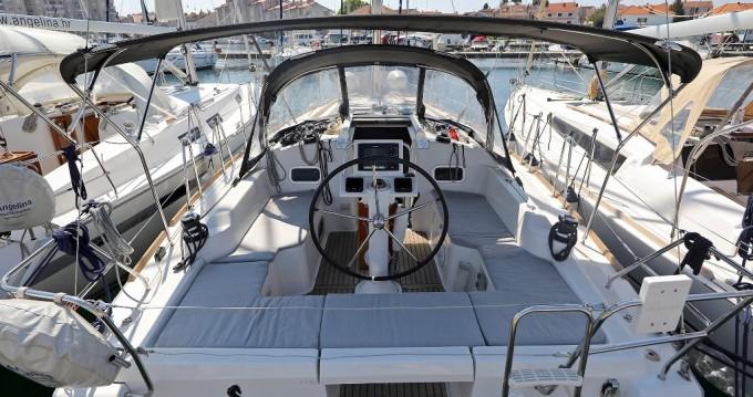 Boat rental Bénéteau Oceanis 34 in Šibenik on Samboat