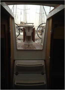 Boat rental Bénéteau Oceanis 38 in Alimos on Samboat