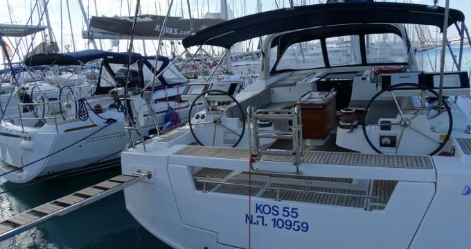 Boat rental Bénéteau Oceanis 55 in Alimos on Samboat
