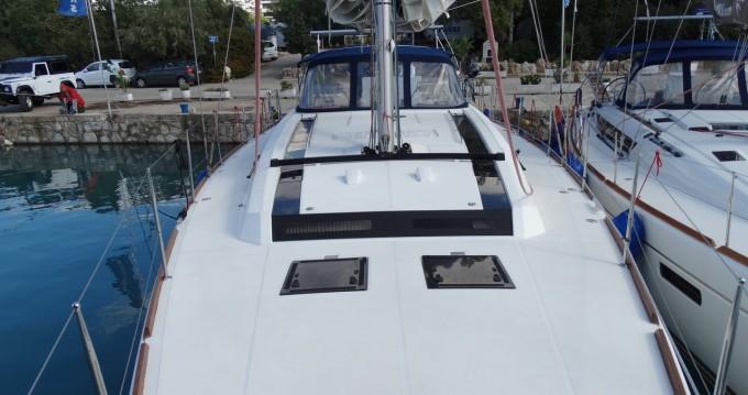 Rental Sailboat in Alimos - Bénéteau Oceanis 55