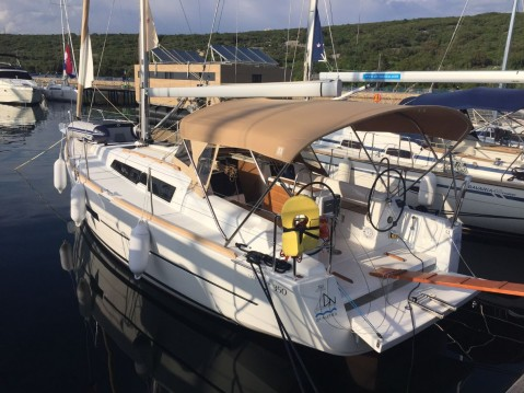 Rental Sailboat in Punat - Dufour Dufour 350 GL