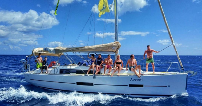 Sailboat for rent Horta at the best price
