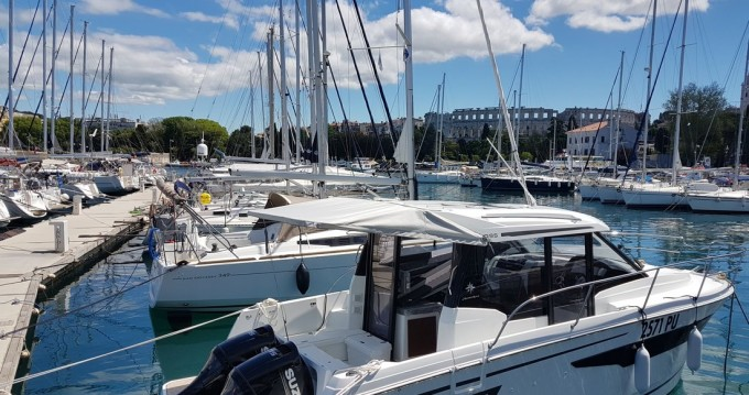Jeanneau Merry Fisher 895 between personal and professional Pula