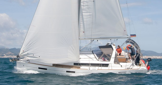 Boat rental Bénéteau Oceanis 41 in Can Pastilla on Samboat