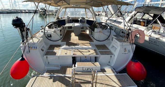 Boat rental Bénéteau Oceanis 45 in Can Pastilla on Samboat
