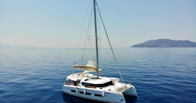 Rental yacht Marina di Portorosa - Dufour Dufour 48 Catamaran - 5 + 1 cab. on SamBoat