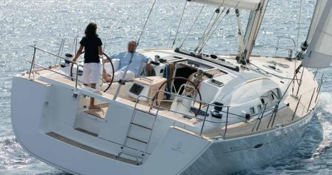 Boat rental Bénéteau Oceanis 54 in Alimos on Samboat