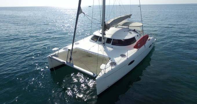 Rental yacht Alimos - Fountaine Pajot Lavezzi 40 on SamBoat