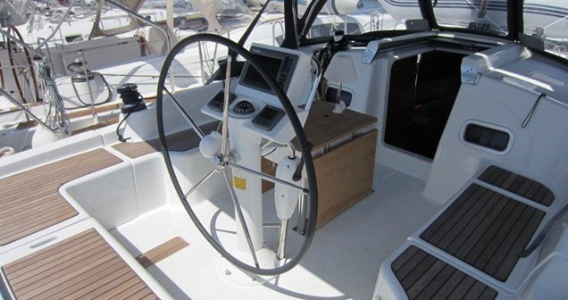 Rental yacht Alimos - Bénéteau Oceanis 37 on SamBoat