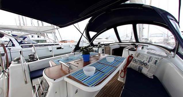Rental Sailboat in Alimos - Bénéteau Oceanis 43
