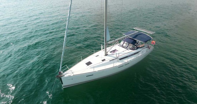 Jeanneau Sun Odyssey 439 between personal and professional Alimos