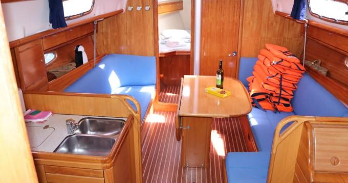 Rental Sailboat in Kaštela - Bavaria Bavaria 37 Cruiser