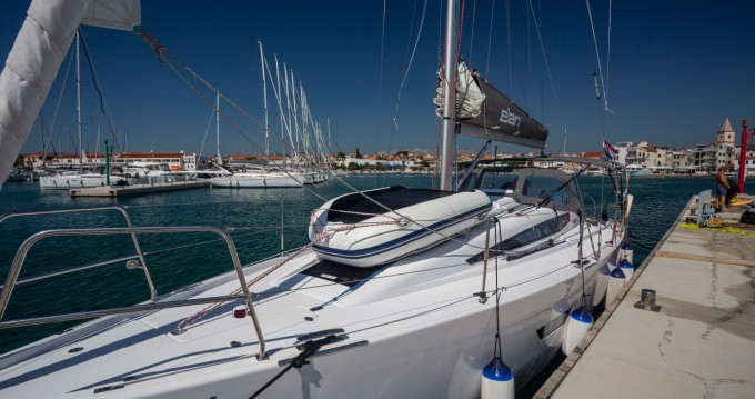 Boat rental Elan E4 in Pirovac on Samboat
