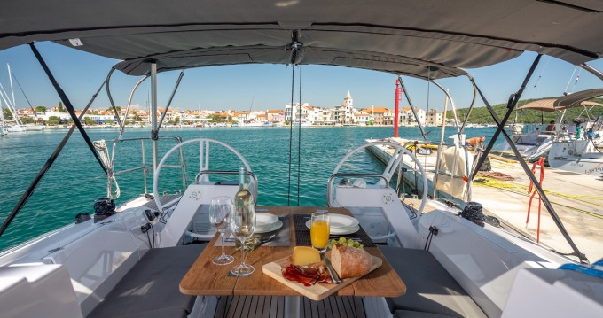 Boat rental Pirovac cheap E4