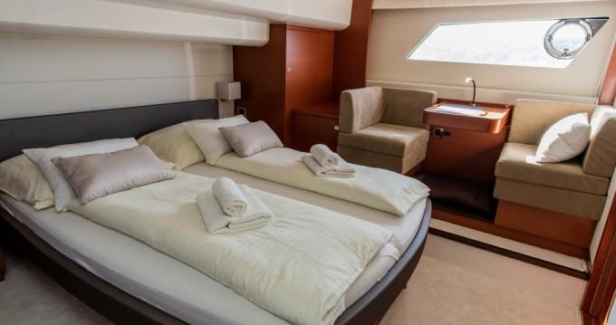 Boat rental Trogir cheap Prestige 550S Flybridge