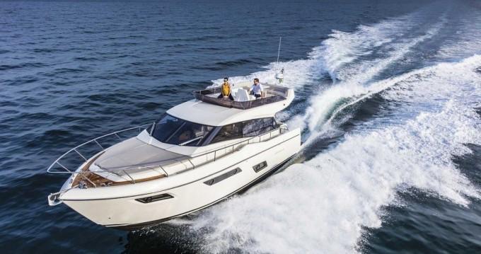 Boat rental Ferretti Ferretti Yachts 450 in Podstrana on Samboat