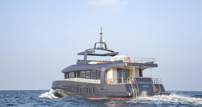 Custom Made Timeless Yacht 78' between personal and professional Kaštela