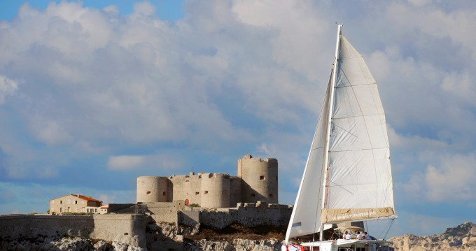 Catamaran for rent Old Port of Marseille at the best price